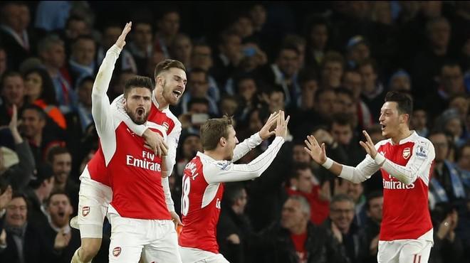 El Arsenal tumba con apuros a un City insuficiente