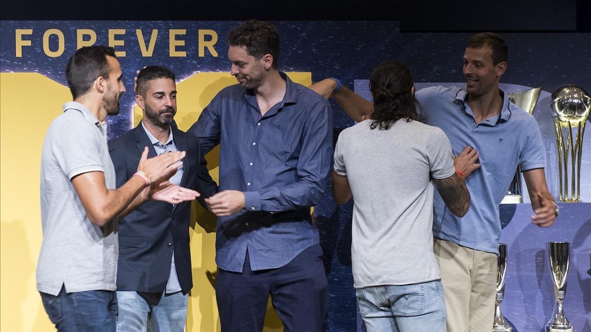 Sada, Pau Gasol, Ricky Rubio y Jordi Trias, junto a Navarro.