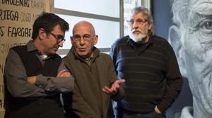 Toni Casares, Jose Sanchis Sinisterra y Luis Miguel Climent, en la sede de Gràcia de la Sala Beckett.