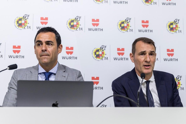 Carlos Velasco Carballo,presidente del Comite Tecnico de Arbitros(izq.) junto al responsable de implantación del VAR,Carlos Clos Gomez, en la rueda de prensa de este lunes.