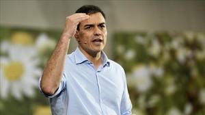 Sánchez, el pasado miércoles, durante un mitin en Torrelavega (Cantabria).