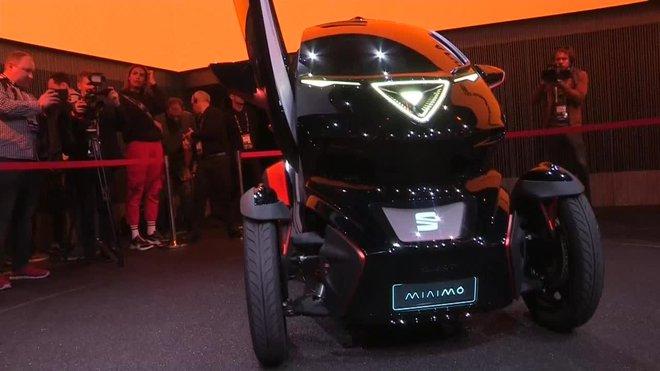 La automovilística Seat ha presentado este lunes en el Mobile World Congress (MWC) el Minimó, un prototipo de microvehículo pensado para la movilidad en las ciudades.