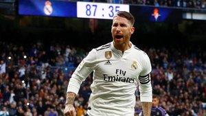 Sergio Ramos celebra su gol de penalti al Valladolid, el 2-0 del Madrid.