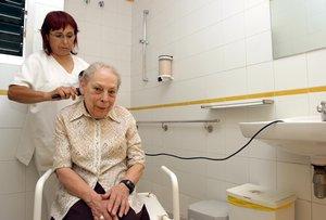 Trabajadora de la fundación Prisba, entidad dedicada a la ayuda a las personas mayores en el barrio deCiutat Vella (Barcelona).