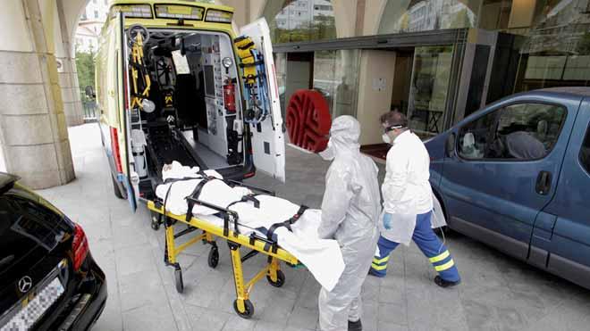 Traslado al hospital de un jugador del Fuenlabrada enfermo de coronavirus.