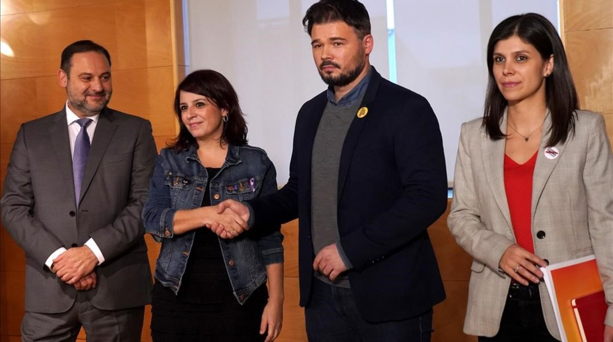 Reunión entre los equipos negociadores del PSOE y ERC en el Congreso de los Diputados, el pasado 28 de noviembre.