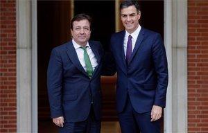 Guillermo Fernández Vara y Pedro Sánchez, enla Moncloa.