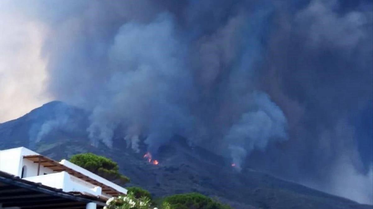 El volcán de Stromboli vuelve a entrar en erupción.