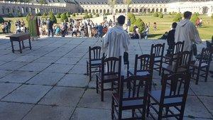 Els monjos del Valle de los Caídos celebren missa fora de la basílica