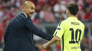 Guardiola y Messi,en la banda en el partido Bayern-Barça en mayo del 2015.