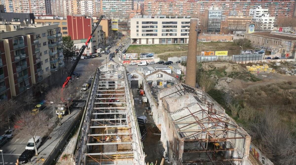 Obras de rehabilitación de Ca LAlier, en la calle de Pere IV con Fluvià.