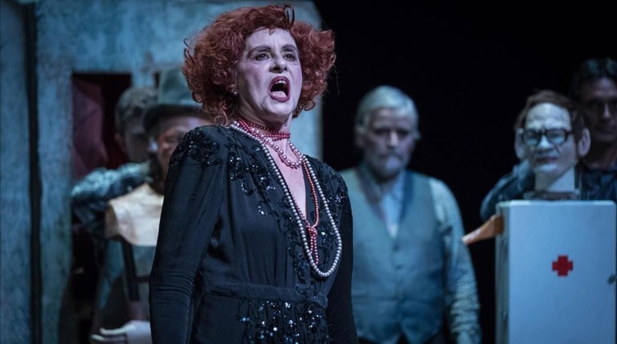 Vicky peña, en un momento de 'La visita de la vella dama'.