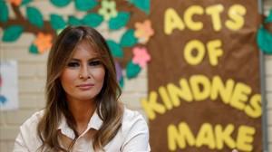 Trump intenta rentar la seva imatge enviant Melania als refugis de nens a la frontera