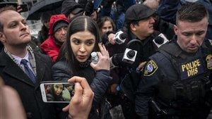 Emma Coronel, mujer de El Chapo Guzmán, a la salida del tribunal de Nueva York en el que su marido ha sido condenado a cadena perpetua.