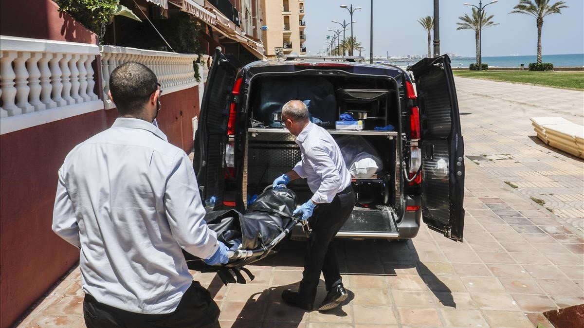 Levantamiento del cadáver de la mujer asesinada en Alboraia.