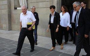Maragall, con varios de los concejales de ERC en Barcelona, este lunes en el ayuntamiento.
