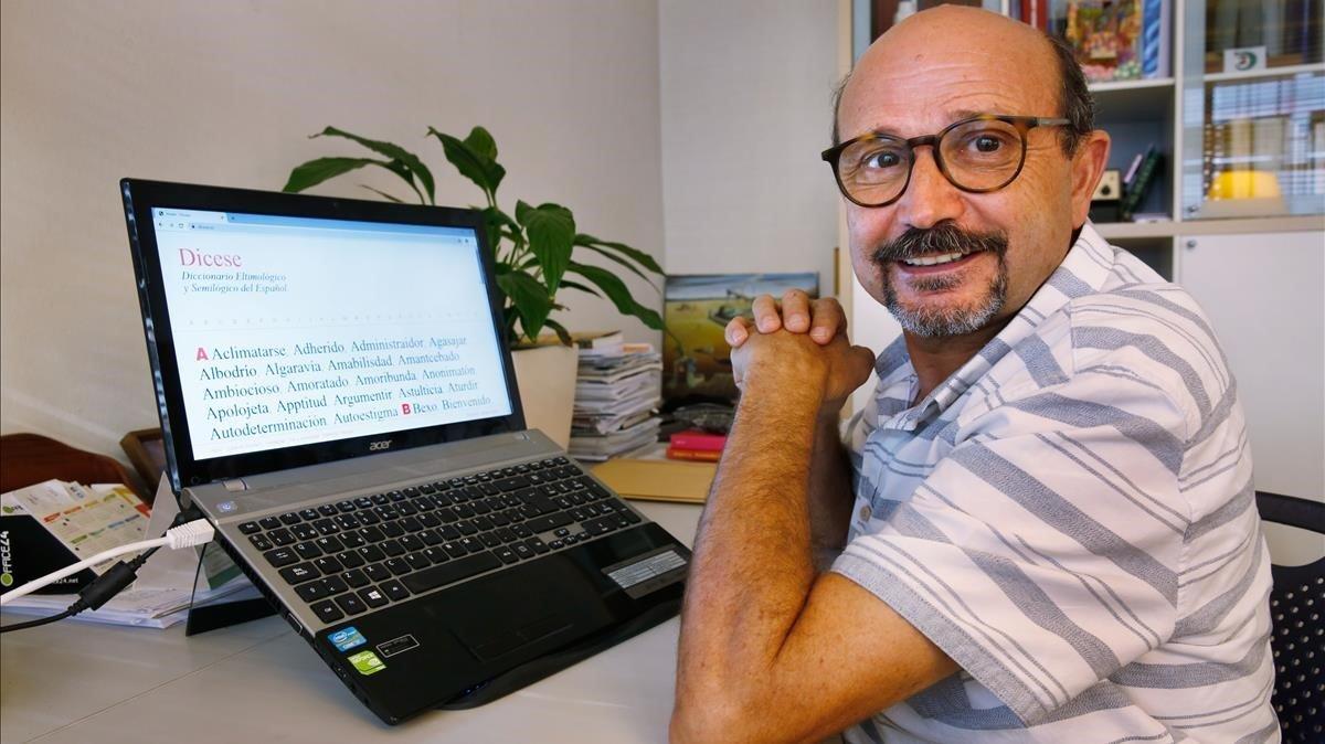 Carlos Baeza: «Vaig voler mostrar el rerefons del llenguatge manipulador»