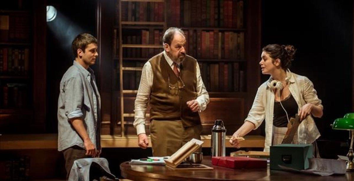 Bernat Quintana, Josep Maria Pou y Miranda Gas, en una escena de 'Viejo amigo Cicerón'.