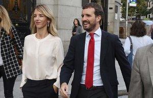 Casado replica a Feijoó que Sánchez va ser el que «va decidir donar el cop de porta» al PP