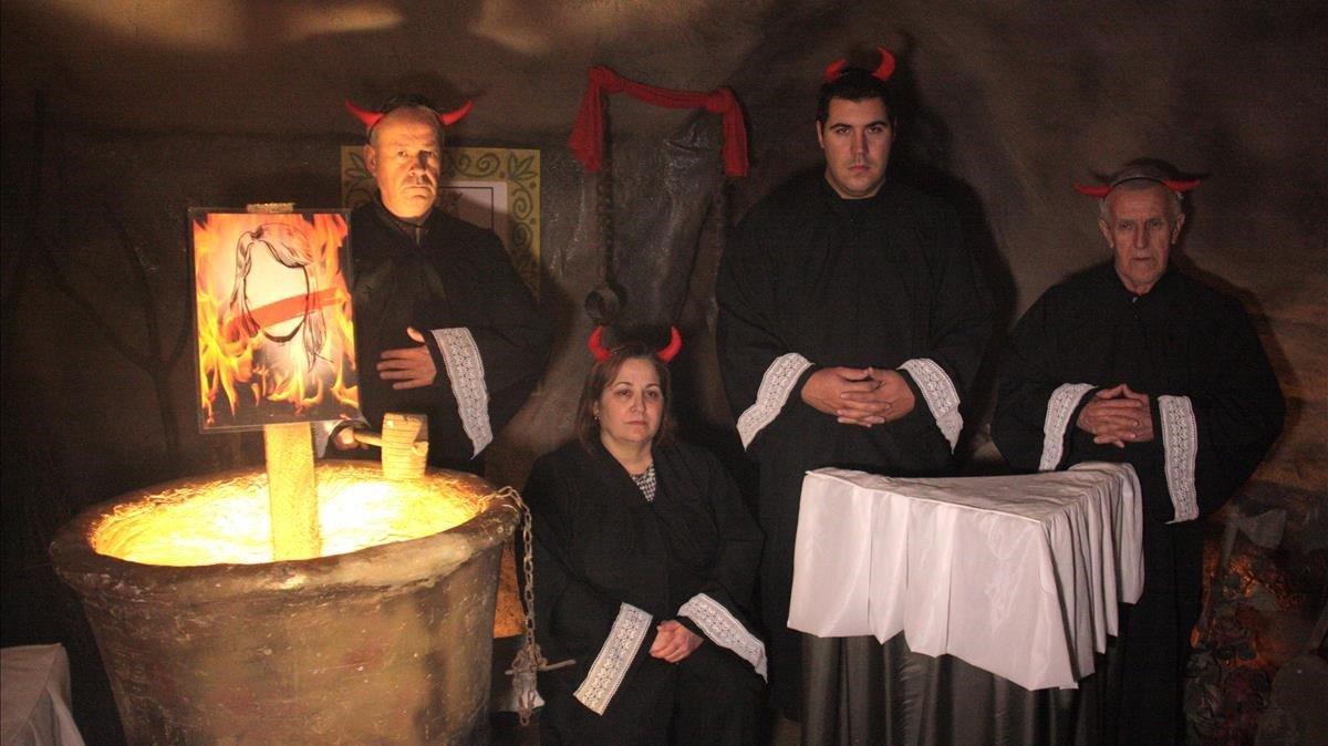 Els jutges del Suprem són diables al pessebre vivent de Linyola