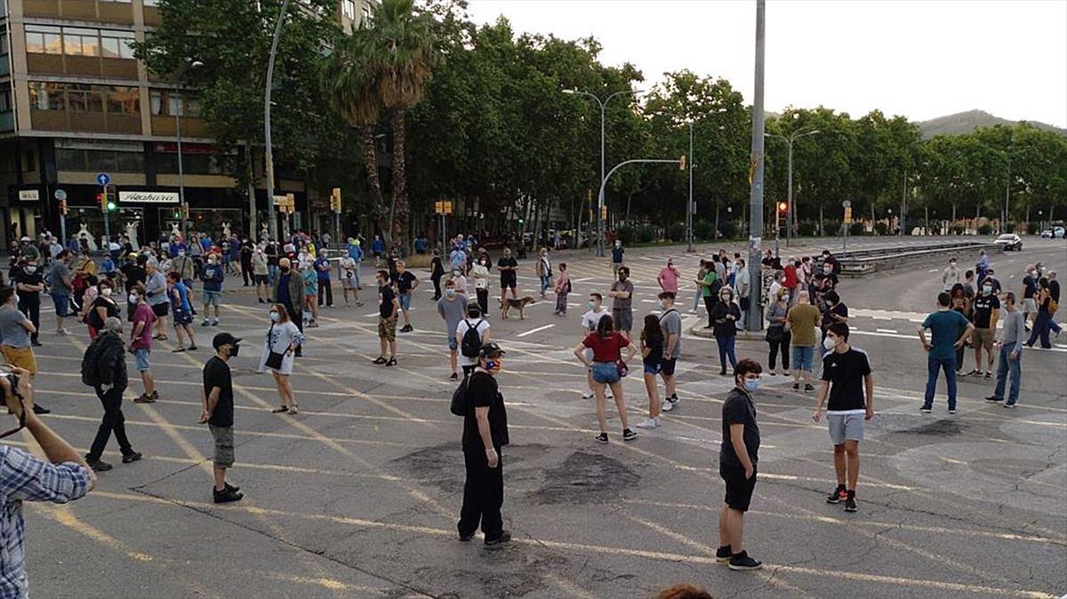 Un grup d'independentistes torna a tallar la Meridiana de Barcelona