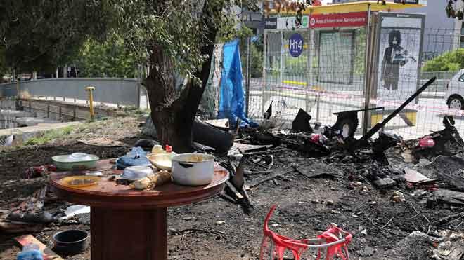 Zona de barracas incendiada en la confluencia de la calle Tànger con Meridiana, en Barcelona.
