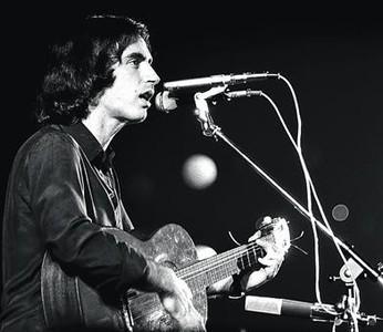 Lluís Llach, en un concert del 1976, al Palau dels Esports de Barcelona.