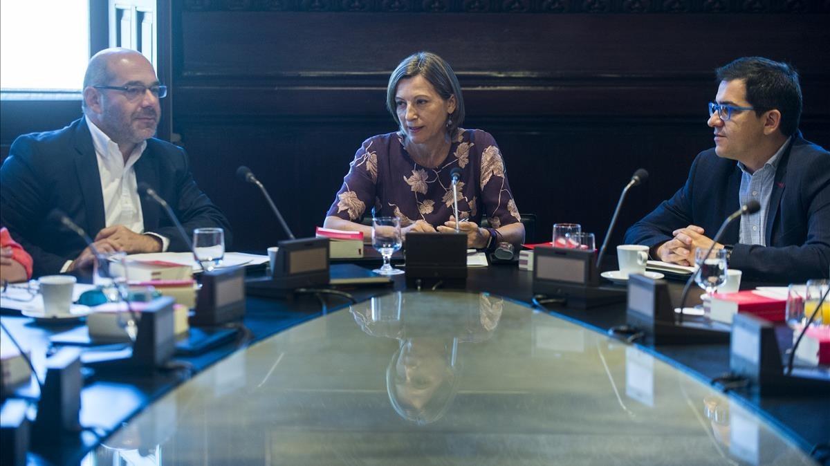 Carme Forcadell preside la reunión de la Mesa del Parlament
