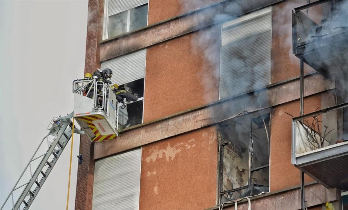 jjubierre40770670 incendio en piso calle saragossa foto ferran sendra171101112503