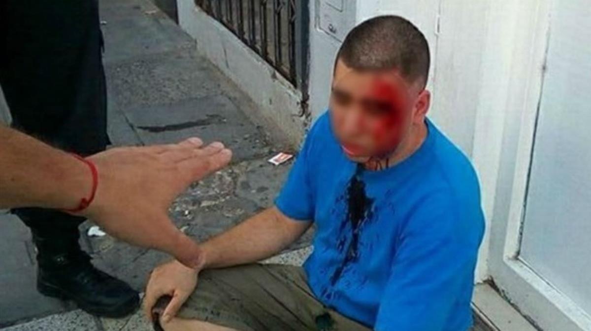 Resultado de imagen de Un padre finge ser su hija de 11 años y da una paliza al hombre que la acosaba