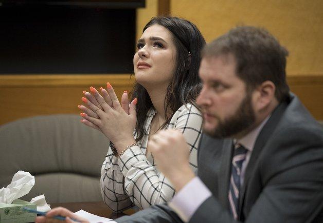 Condenan a dos días de cárcel a una adolescente de EE.UU. que empujó a una amiga de un puente