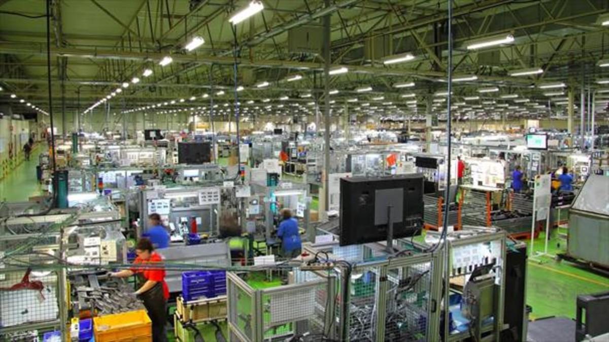Actividad en la factoría de Ficosa en Viladecavalls (Vallès Occidental).