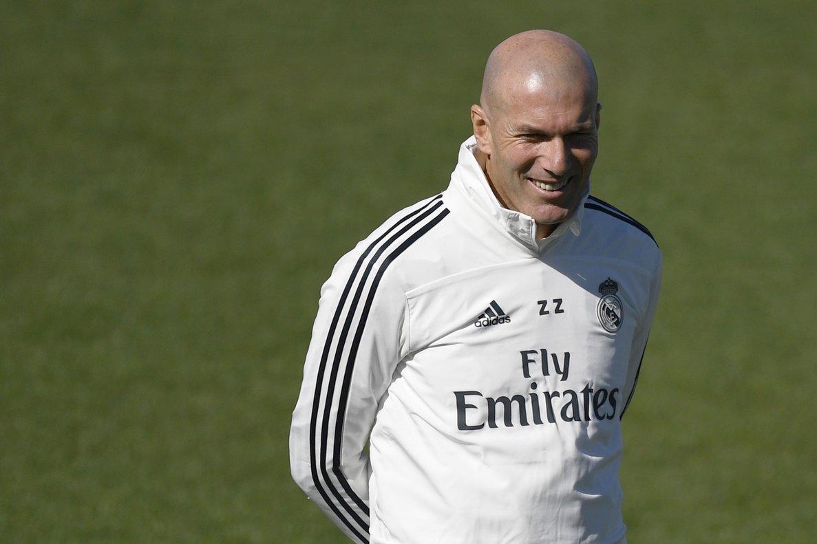 Zidane,nuevo técnico del Madrid, durante el entrenamiento de este viernes.