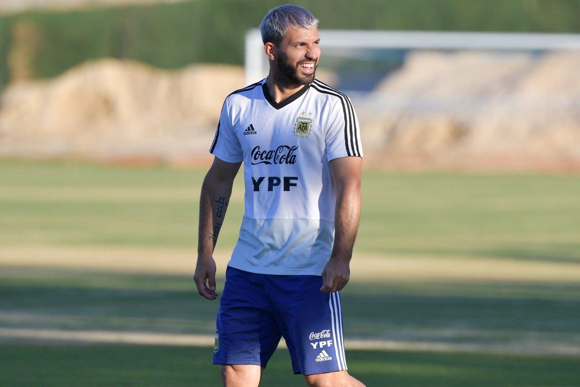 Sergio Agüero será de la partida ante la poderosa Brasil.