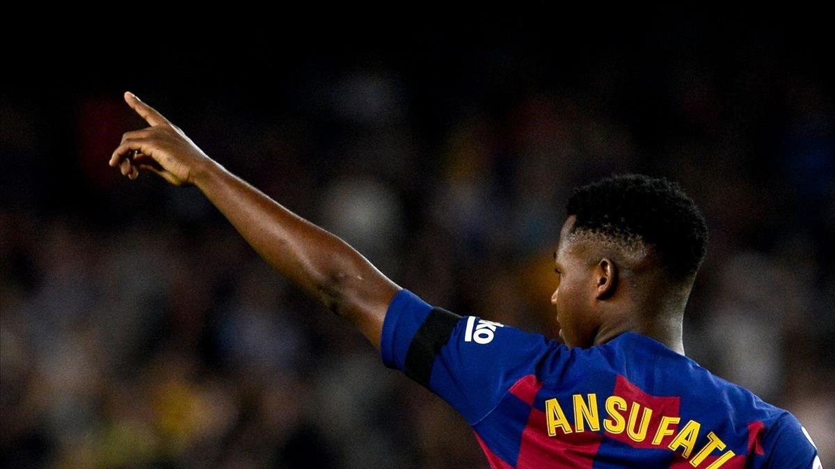 Ansu Fati celebra su gol al Valencia en el Camp Nou.
