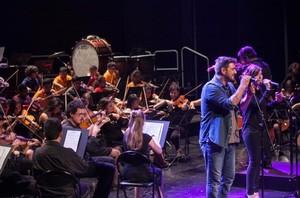 Antonio Orozco y alumnos de la Escola de Música componen el tema principal del disco de la Marató.
