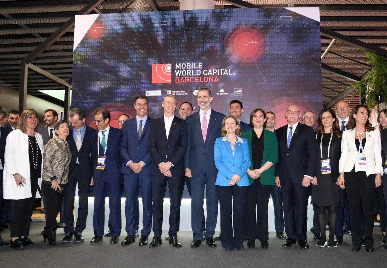 Autoridades junto al rey Felipe VI, Pedro Sánchez, Quim Torra, Núria Marín y Ada Colau en la inauguración del MWC 2019, este lunes