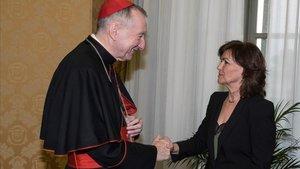 La vicepresidenta del Gobierno, Carmen Calvo, con el secretario de Estado del Vaticano, Pierto Parolin, en octubre del 2018