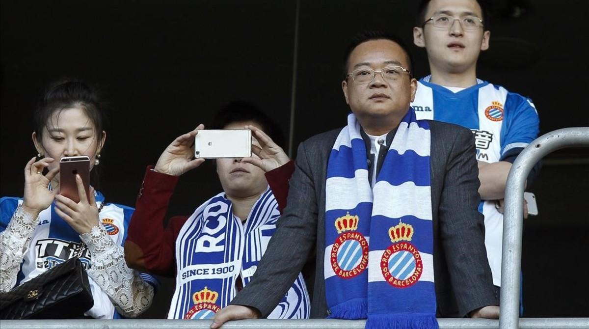Chen Yansheng, en el palco del estadio del Espanyol.