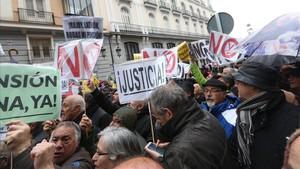 Concentración de pensionistas frente al Ministerio de Hacienda, Madrid.