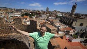 Santi Rius, en lo alto de la Torre del Palau, símbolo de Terrassa.