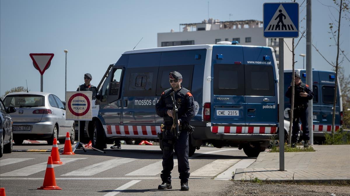 Control de los Mossos dEsquadra entre Sabadell y Terrassa.