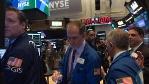 Corredores de bolsa en el parquet de Wall Street, el 19 de marzo, en Nueva York.