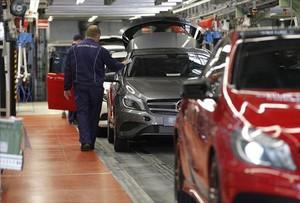 Daimler paraliza su producción en Europa por el coronavirus