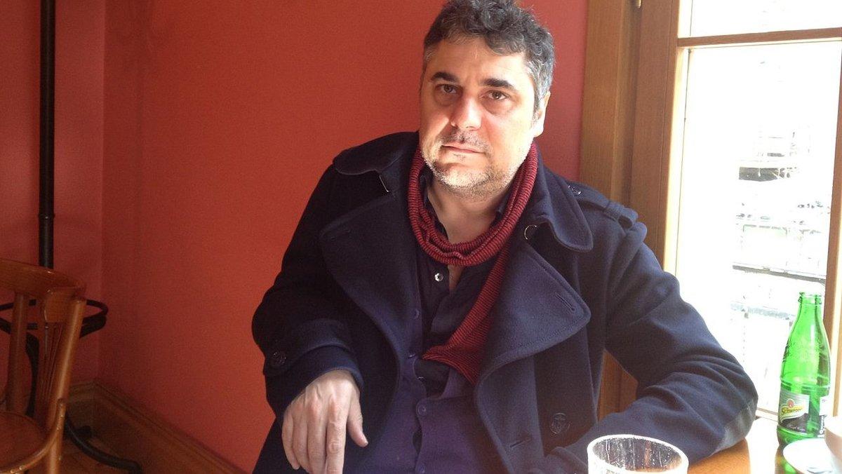 El escritor búlgaro Alek Popov