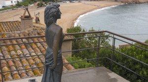 Estatua dedicada a Ava Gardner, en Tossa de Mar, donde rodó 'Pandora y el holandés errante'.