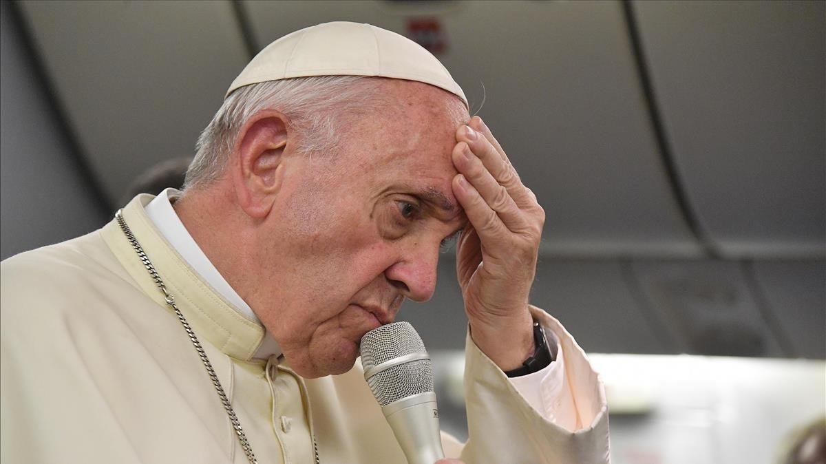 Francisco, durante el vuelo de regreso a Italia tras visitar Sudamerica en enero.