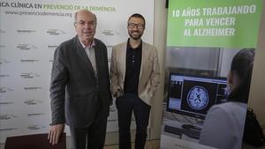 Los doctores Jordi Camí y José Luis Molinuevo, este miércoles en la Fundació Pasqual Maragall.