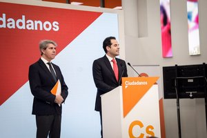 El expresidente de la Comunidad de Madrid, Ángel Garrido, junto al candidato de Ciudadanos a la presidencia regional Ignacio Aguado.