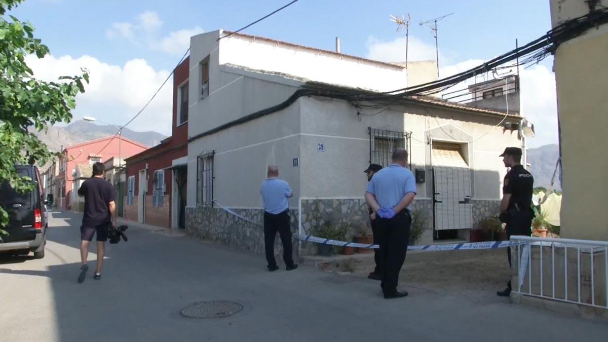 Un hombre estrangula a su pareja en Orihuela y llama para confesar el crimen.